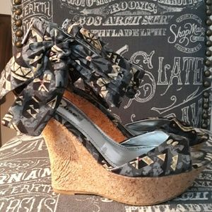 DOLLHOUSE PRINTED WEDGES SZ 8.5